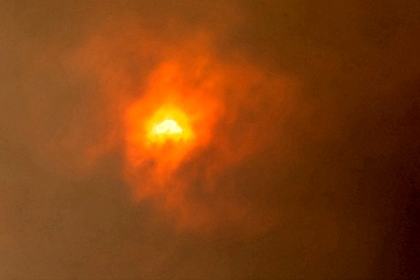 Image of sun through bushfire haze