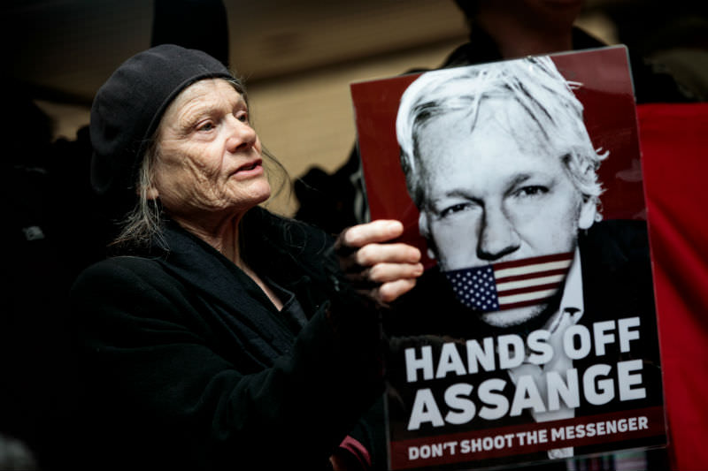 A protester demonstrates in support of Wikileaks founder Julian Assange outside Southwark Crown Court in London, on 1 May 2019 in London, England. Assange was sentenced to 50 weeks in prison for breaching his bail conditions when he took refuge in the Ecuadorian Embassy in 2012 to avoid extradition to Sweden over sexual assault allegations, charges he denies. (Photo by Jack Taylor/Getty Images)