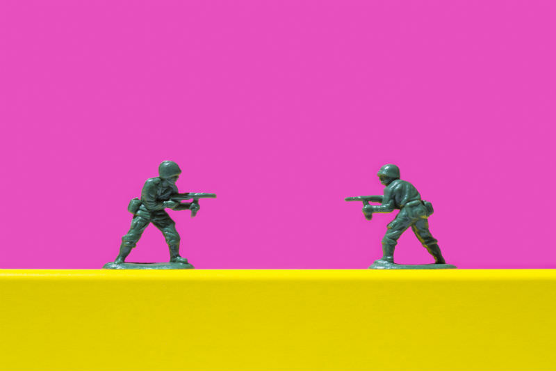 Two toy soldiers pointing guns at each other (Getty images/Jorg Greuel)