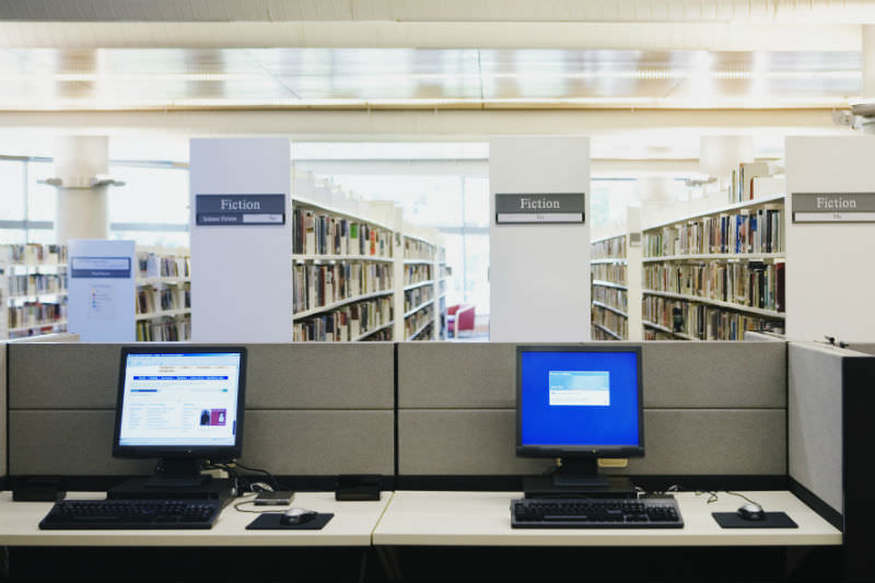 Computers sitting empty at a library (Getty images/Andersen Ross Photography Inc)
