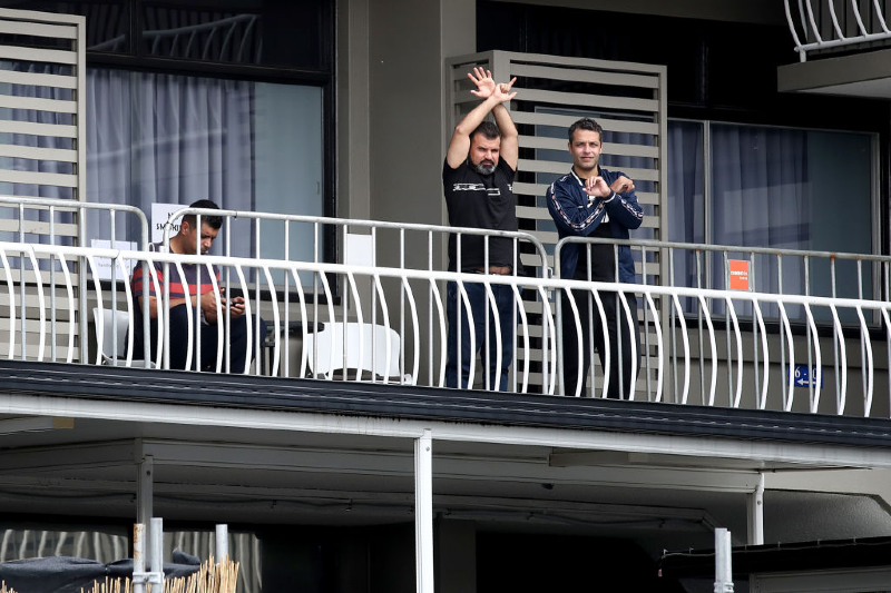 Asylum seekers continue to watch from the balcony of the Kangaroo Point Central Hotel (Jono Searle/Getty Images)