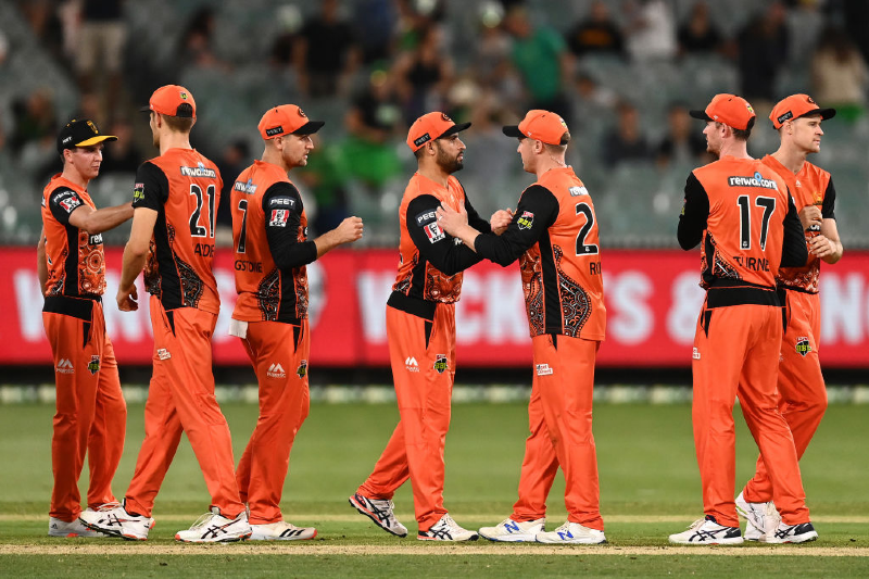 The Scorchers celebrate winning the Big Bash League match between the Melbourne Stars and the Perth Scorchers at Melbourne Cricket Ground, on January 23, 2021, in Melbourne, Australia. (Photo by Quinn Rooney/Getty Images)