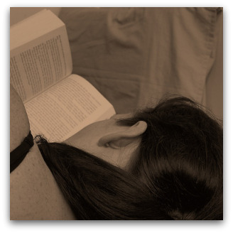 I Like to Read in Bed, Flickr image by something_to_fill_the_t ime