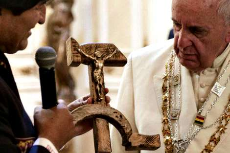 Pope Francis receives hammer and sickle crucifix