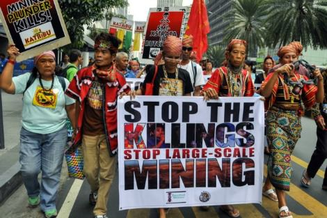 Image of Lumad protestors courtesy Arkibong Bayan.