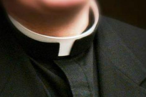Clerical collar
