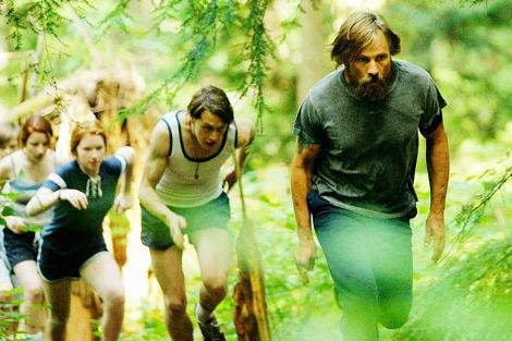 Annalise Basso, Samantha Isler,  George McKay and Viggo Mortensen in Captain Fantastic