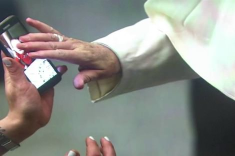 Pope Francis blesses iPhone photo