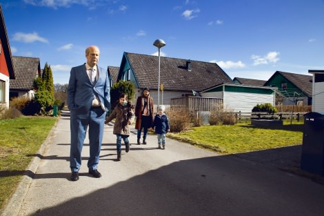Rolf Lassgård, Bahar Pars and two children in A Man Called Ove