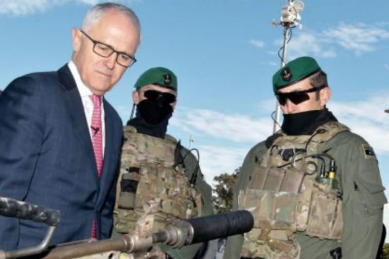 Malcolm Turnbull inspects arms