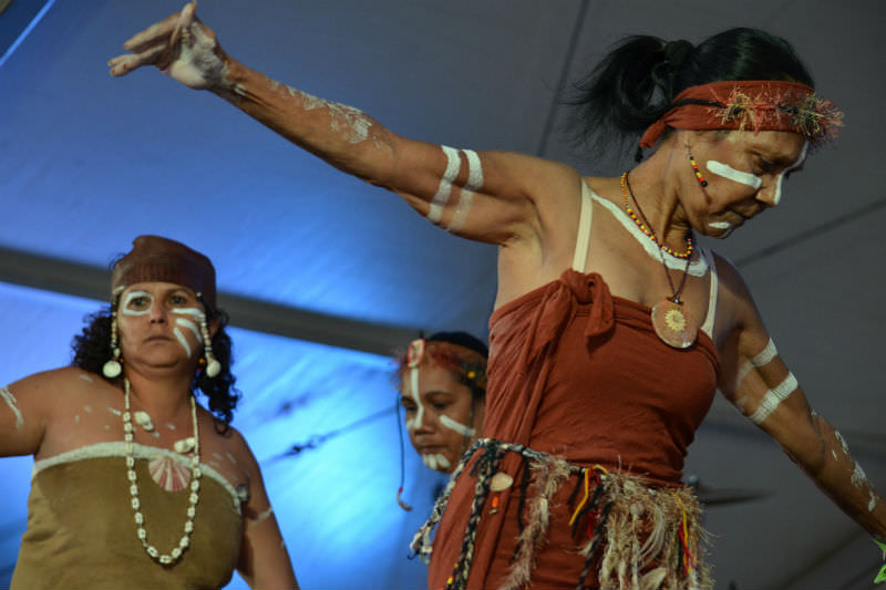 Aboriginal women dance