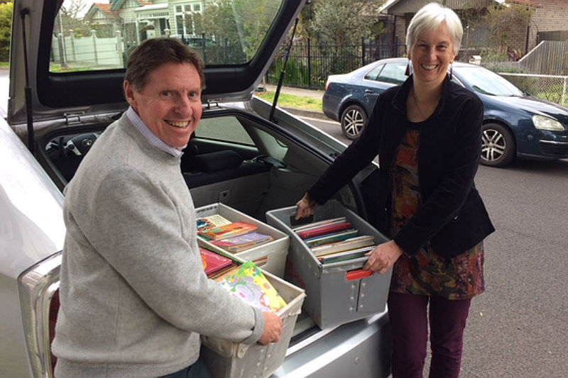 Jill and Peter load Storycycle crates into car boot