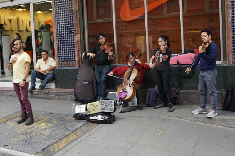Musicians in Mexico City express through their songs the drama of the murder of young Mexicans.
