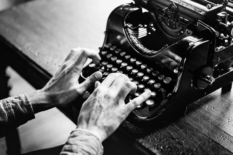 Old hands work typewriter