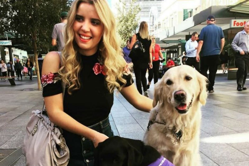 Rachael Leahcar on International Guide Dog Day in 2018 in Adelaide's Rundle Mall (Instagram: Rachael Leahcar)