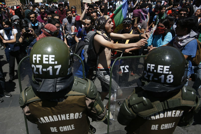 Demonstrators protest against President of Chile Sebastian Piñera on 28 October 2019. (Photo by Marcelo Hernandez/Getty Images)