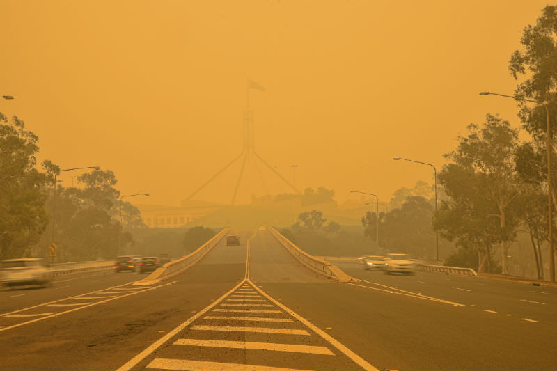 The Australian Parliament house is hardly visible behind a dense smog. (Photo by  Daniiielc/Getty Images)