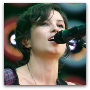 The angels sing like Missy Higgins. Photo by Tim Kroenert, Live Earth, Sydney, 2007